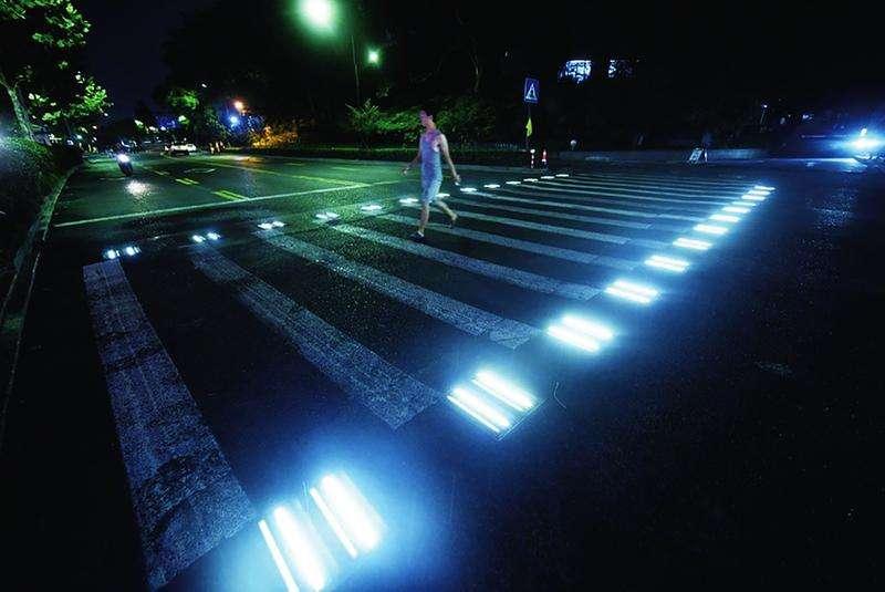 发光斑马线图片2.jpg